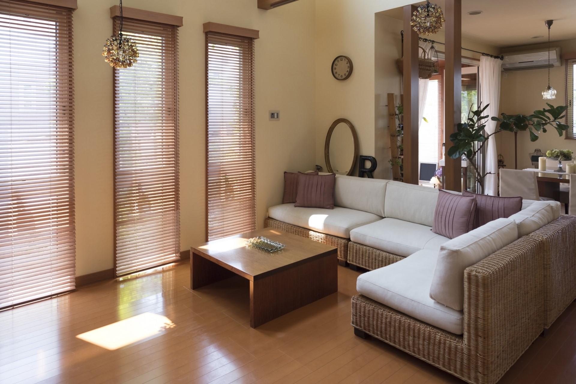 【リビングカビ予防法】…大きな家具の隙間に注意!