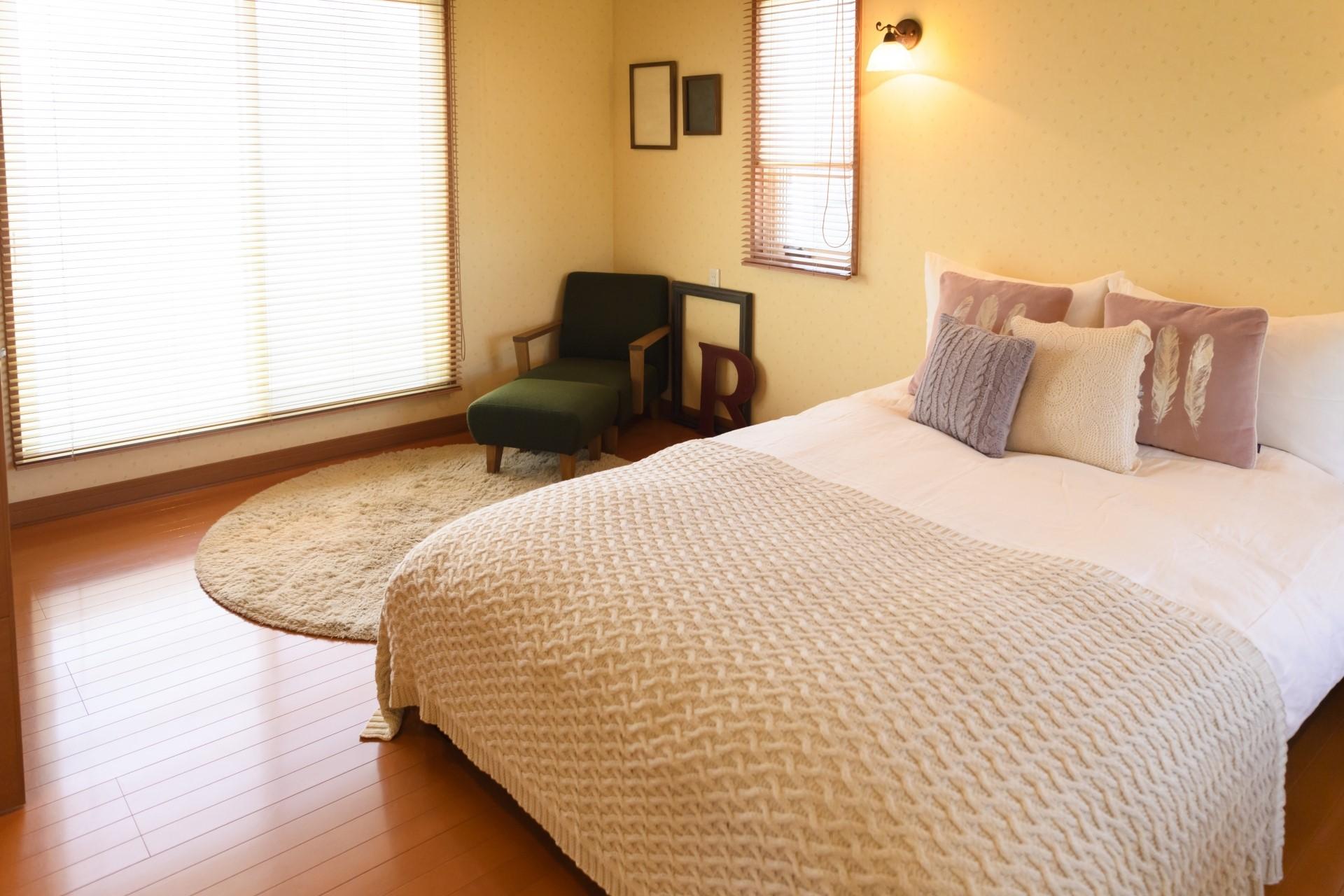 【寝室カビ予防法】…ベッドの周辺は湿気のたまり場