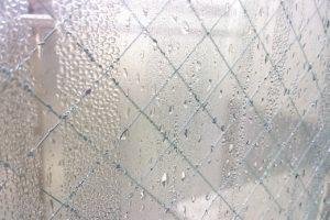 窓パッキンに黒カビが!知っておくべきカビキラー使用法と注意点