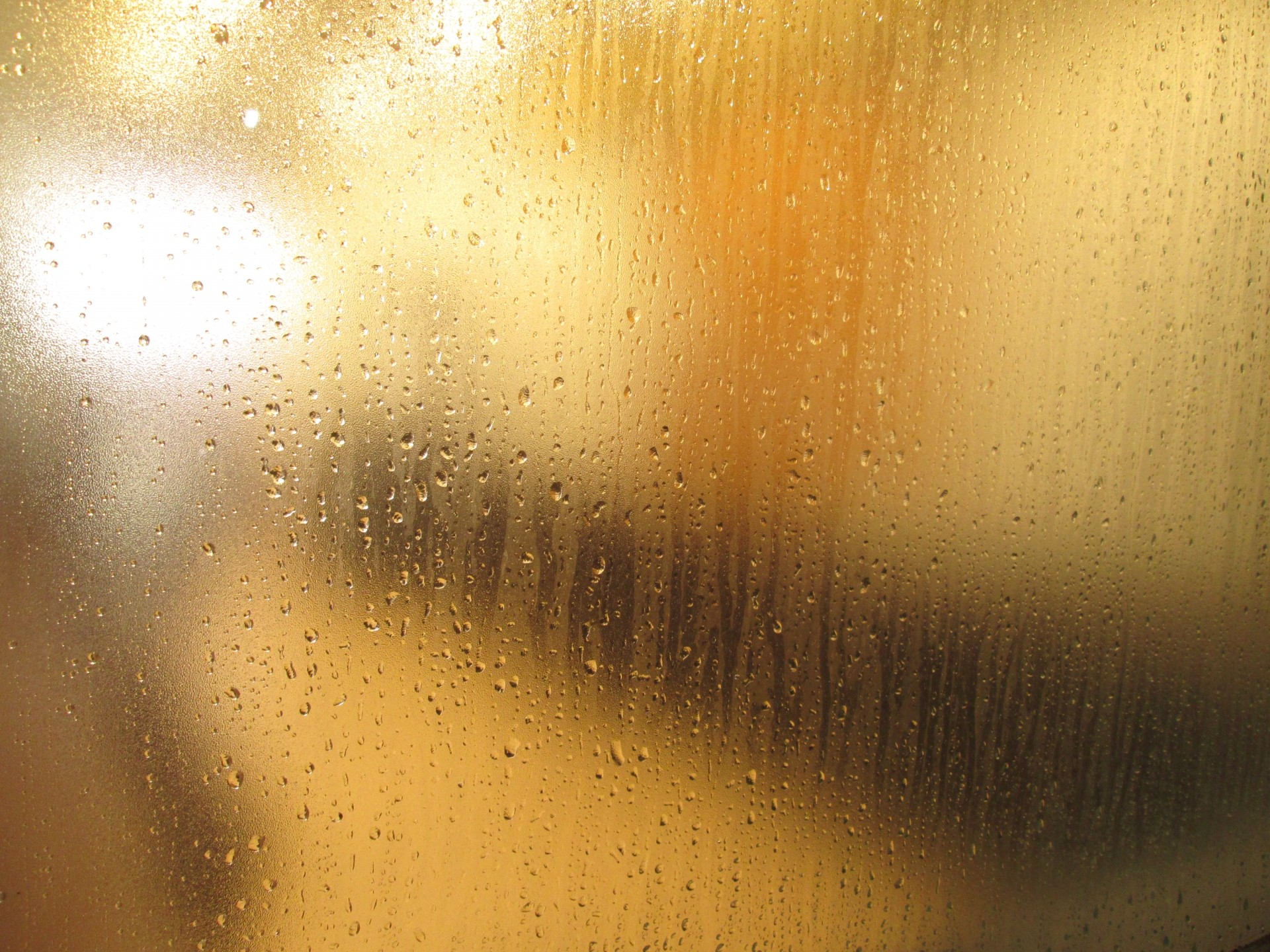 湿度60%温度5℃以上で発生